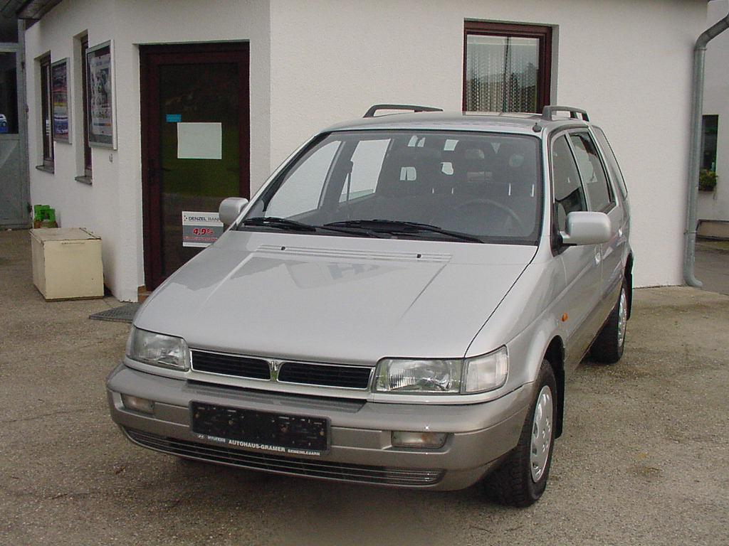 1997 Hyundai Santamo Overview